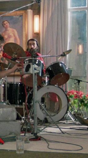 A la batería, Otar Iosseliani